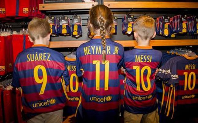 d700863418611 El Barça pone a la venta la primera equipación  Nike pidió al Llagostera  cambiar su camiseta para no concidir
