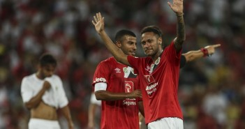 neymar-celebra-su-gol-en-partido-homenaje-_901_573_1444201