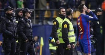 VILLARREAL 8 1 2017 DEPORTES Futbol   Villarreal CF - FC Barcelona durante el partido de la jornada 17 de liga   Pique al final del partido  FOTO MIGUEL LORENZO