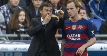 Cornella El Prat     02 01 2016     Luis Enrique da instrucciones a Rakitic  durante  el partido de liga entre el Espanyol y el FC Barcelona    Fotografia de Jordi Cotrina