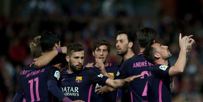 Paco-Alcacer-celebra-gol-Granada_1013610473_125755613_667x375