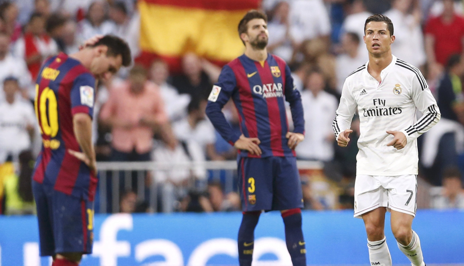 "Barcelona's Lionel Messi (L) reacts as Real Madrid's Cristiano Ronaldo closes in after Real Madrid scored a third goal during their Spanish first division ""Clasico"" soccer match at the Santiago Bernabeu stadium in Madrid October 25, 2014.        REUTERS/Juan Medina (SPAIN  - Tags: SOCCER SPORT)"