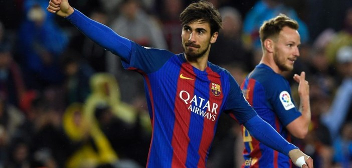 Barcelona's Portuguese midfielder Andre Gomes (L) celebrates after scoring a goal during the Spanish league football match FC Barcelona vs CA Osasuna at the Camp Nou stadium in Barcelona on April 26, 2017. / AFP PHOTO / LLUIS GENE