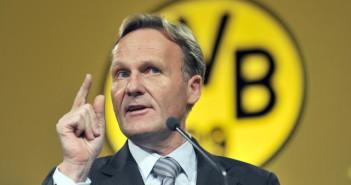 Hans-Joachim Watzke, der Vorsitzende der Geschäftsführung der Borussia Dortmund GmbH & Co. KGaA, spricht am Dienstag (25.11.2008) in Dortmund auf der Hauptversammlung des einzigen börsennotierten Fußballclubs Deutschlands. Das Unternehmen Borussia Dortmund hatte seine Aktionäre in die Westfalenhalle eingeladen. Foto: Bernd Thissen dpa/lnw    +++(c) dpa - Bildfunk+++