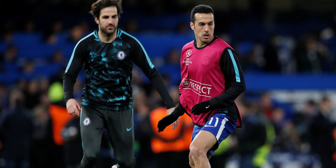 Soccer Football - Champions League Round of 16 First Leg - Chelsea vs FC Barcelona - Stamford Bridge, London, Britain - February 20, 2018   Chelsea's Pedro and Cesc Fabregas warm up before the match    REUTERS/David Klein - RC11B34BC100