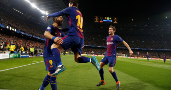 Soccer Football - Champions League Round of 16 Second Leg - FC Barcelona vs Chelsea - Camp Nou, Barcelona, Spain - March 14, 2018   Barcelona's Lionel Messi celebrates scoring their first goal with Luis Suarez     REUTERS/Susana Vera - RC19098F1CC0
