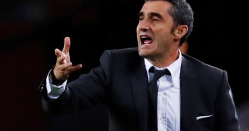 Soccer Football - Champions League - Group Stage - Group B - FC Barcelona v Inter Milan - Camp Nou, Barcelona, Spain - October 24, 2018  Barcelona coach Ernesto Valverde during the match   REUTERS/Juan Medina - RC1998108790