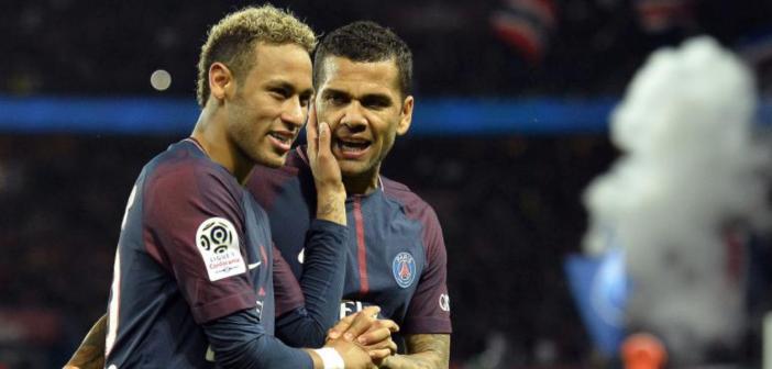 Alves 'se apuesta' la Torre Eiffel por la continuidad de Neymar