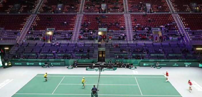 GRAF3948. MADRID, 22/11/2019.- Los tenistas australianos John Peers (2i) y Jordan Thompson (i) durante el partido ante los canadienses Vasek Pospisil (d) y Denis Shapovalov, en los cuartos de final de la Copa Davis de tenis que se celebra hoy jueves en las instalaciones de la Caja Mágica, en Madrid. EFE/Kiko Huesca 4651#Agencia EFE