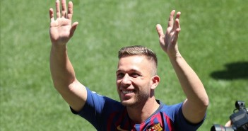 Soccer Football - FC Barcelona s Arthur Melo Presentation - Camp Nou  Barcelona  Spain - July 12  2018     Barcelona s Arthur Melo gestures to fans during the presentation   REUTERS Albert Gea