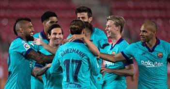 los-jugadores-del-barcelona-celebran-uno-los-goles-visit-mallorca-estadi-1592082815764