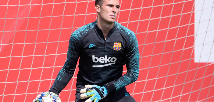 Barcelona's goalkeeper Inaki Pena takes part in a training session at the Joan Gamper Sports City training ground in Barcelona on September 16, 2019 on the eve of the UEFA Champions League Group F football match between Borussia Dortmund and Barcelona. (Photo by PAU BARRENA / AFP)        (Photo credit should read PAU BARRENA/AFP via Getty Images)